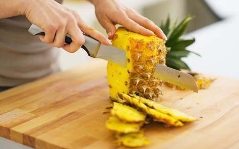 چگونه آناناس را برش دهیم