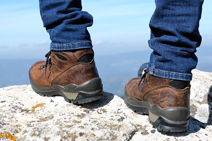 چگونه کفش کوهنوردی را تمیز کنیم