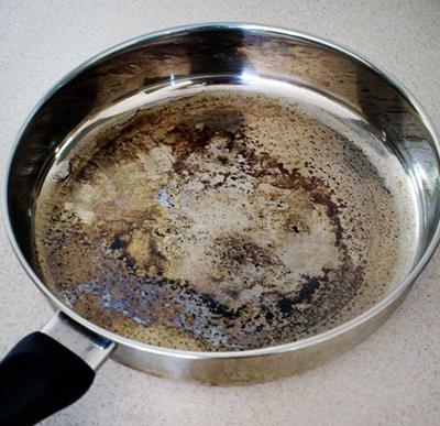 چگونه ظرف سوخته را تمیزکنیم
