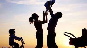 نقش کدامیک از والدین در تربیت کودک بیشتر است؟